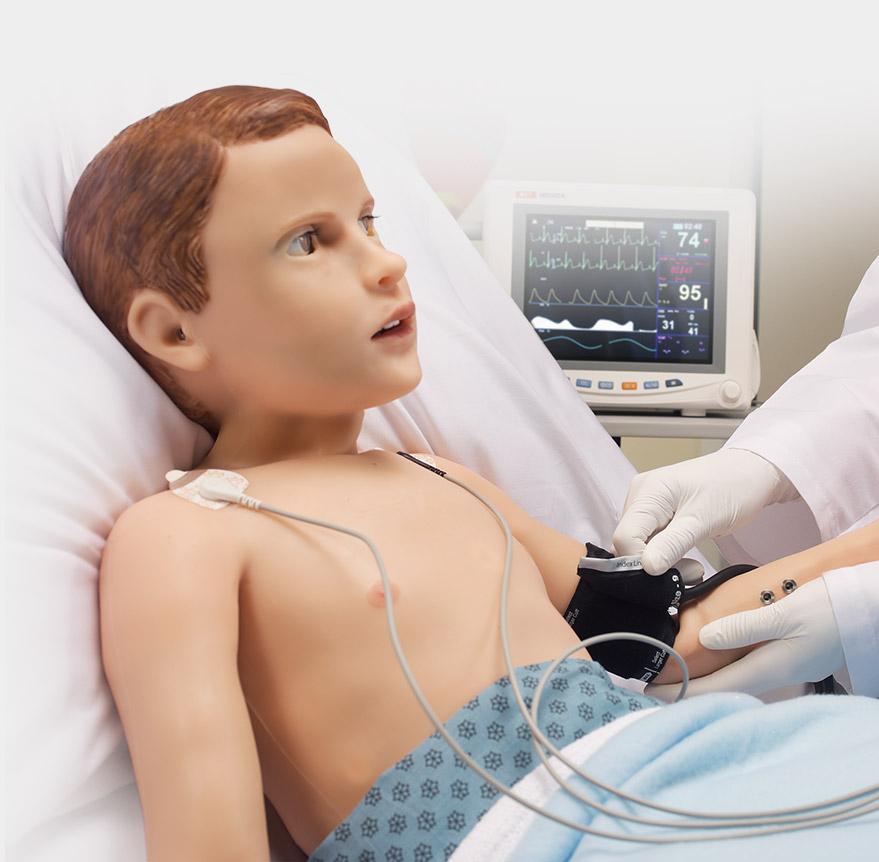 Pratique o uso de monitores e sensores de pacientes reais.